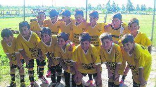 El futuro del club. Los chicos de María Reina categoría 2005 posan en la previa de un partido