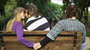Una estadística de un portal de citas reveló que con el comienzo de la primavera crece el número de encuentros románticos prohibidos.