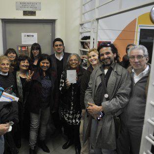 Familiares, compañeros, docentes, alumnos y militantes de derechos humanos asistieron a la reparación histórica.