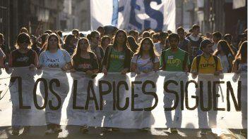 Memoria, verdad y justicia. Los jóvenes rosarinos afianzaron reclamos que no pierden vigencia.