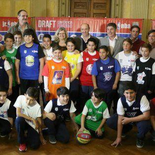 Con las camisetas. Los jugadores ya están listos para poner en marcha la competencia a nivel provincial.