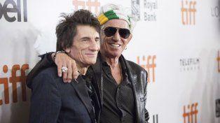 Ronnie Wood y Keith Richards en la Alfombra Roja del Festival de Toronto donde se presentó el nuevo documental que refleja la última gira por Latinoamérica.
