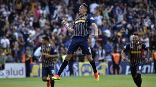 Con el puño apretado. El uruguayo Camacho clavó un misil en el segundo gol auriazul. Ayer debutó de titular.