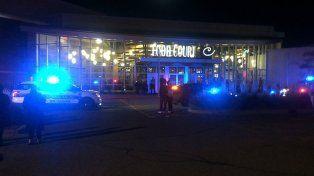 Un hombre apuñaló a ocho personas y luego fue abatido por la policía