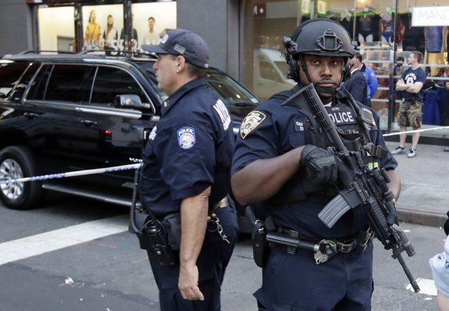 La policía y el FBI investigan los posibles vínculos entre los tres ataques de ayer.