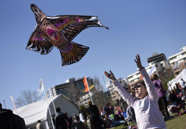 colorido. Vuelos acrobáticos y piruetas transformaron el cielo de Rosario.