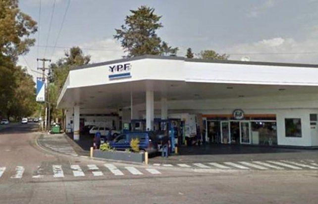 city bell. La YPF de Camino Centenario y Güemes