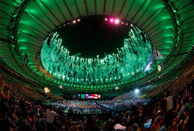 La rosarina Yanina Martínez portó la bandera argentina en el cierre de los Juegos Paralímpicos