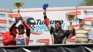 La felicidad. Borgobello fue pura emoción en el podio y Bucci (izquierda) también se fue pipón del Parque de la Velocidad.