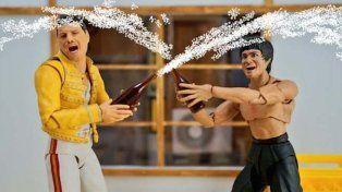 Los muñecos de Freddy Mercury y Bruce Lee divierten a los usuarios de las redes sociales.