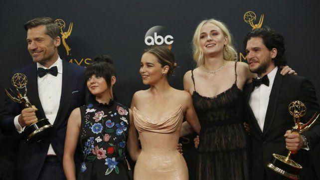 Los protagonistas de Juego de Tronos celebran el éxito de la serie.