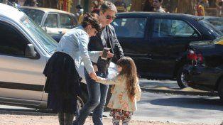 A pesar de la separación, Griselda Siciliani y Adrián Suar pasearon con su hija por Palermo