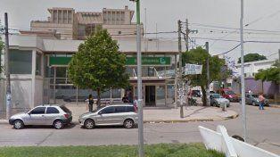 Disfrazados de payasos robaron un millón de pesos en una violenta salidera bancaria