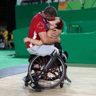 juegos paralimpicos: la historia detras de la foto del beso que conmovio al mundo