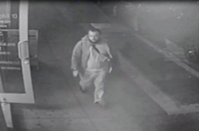 Un fotograma de un video de seguridad que la policía de Nueva Jersey difundió cuando buscaba a Rahami.