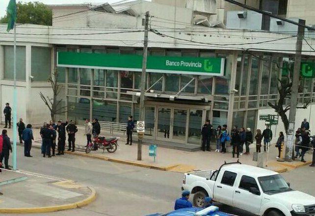 Durante el asalto resultaron heridos dos transeúntes en un tiroteo.