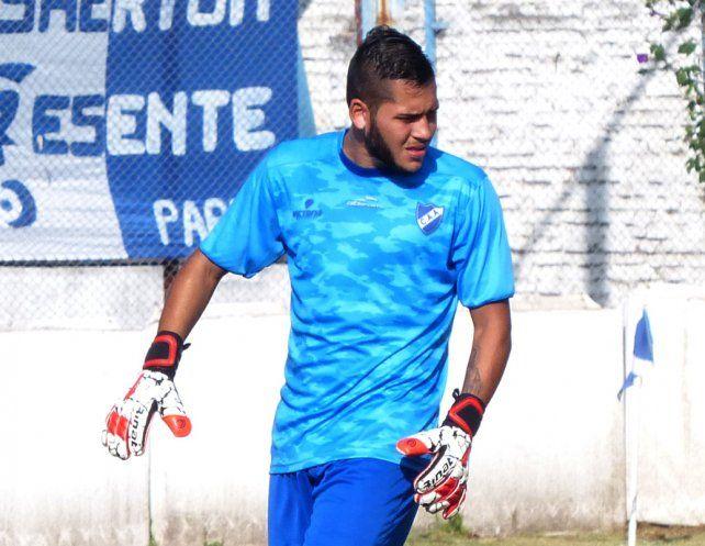 Con seguridad. El joven arquero Lucas Rodríguez se convirtió en pieza clave del equipo de Vaquero.