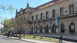 La Facultad de Ciencias Jurídicas y Sociales (FCJS) de la Universidad Nacional del Litoral emitió un comunicado donde repudia enérgicamente los dichos de la docente María del Valle Basail