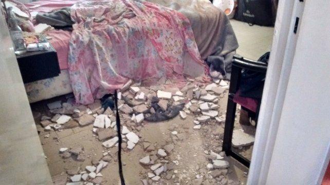 Los escombros quedaron regados por toda la habitación. (Foto vía Twitter: @juanchi_funes)