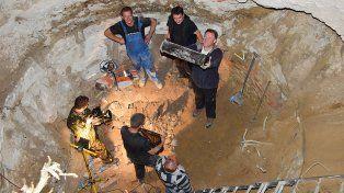 Sorpresa ante lo que se halló dentro de una cápsula del tiempo nazi enterrada 80 años atrás
