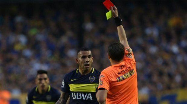 El Apache vio la roja en el partido frente a Belgrano por insultar al árbitro Delfino.