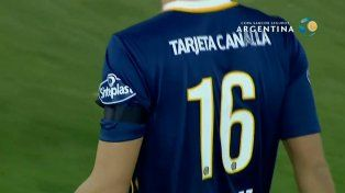 Con un brazalete negro, los jugadores de Central recordaron a la esposa de Pablo Alvarez