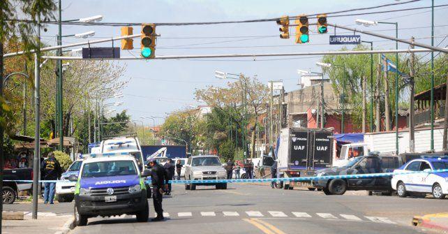 Avenida. La policía precinta la zona y comienza las tareas de peritaje. Límite entre San Isidro y San Fernando.