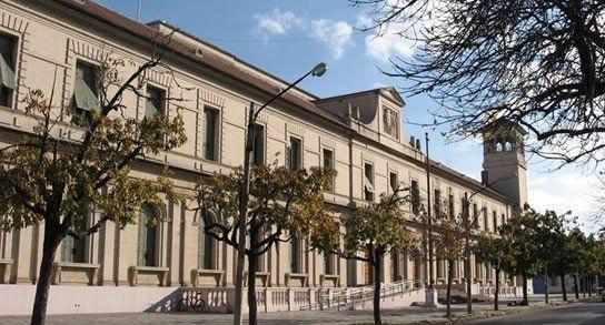 Fachada de la Facultad de Ciencias Jurídicas y Sociales de la UNL.