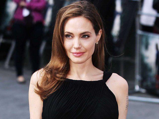 Ese Brad no te merece, con una romántica carta, un escritor ruso invitó a Angelina Jolie vivir con él