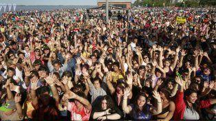 Una multitud se congregó frente a los galpones de la Franja Joven de la Costa Central para festejar el comienzo de la primavera.