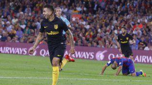 El golazo del delantero rosarino Angel Correa a Barcelona en el Camp Nou