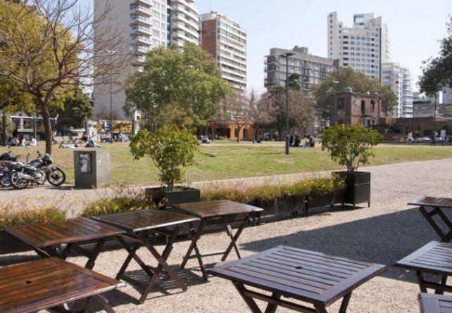 en la costa. Los bares se encuentran ubicados en Entre Ríos y el río.