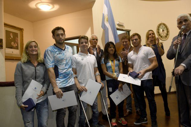 Los deportistas olímpicos rosarinos fueron homenajeados en el Concejo.