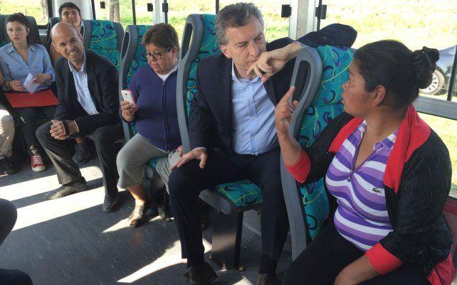 Macri se subió a un colectivo en Pilar y recorrió obras en corredores viales del conurbano