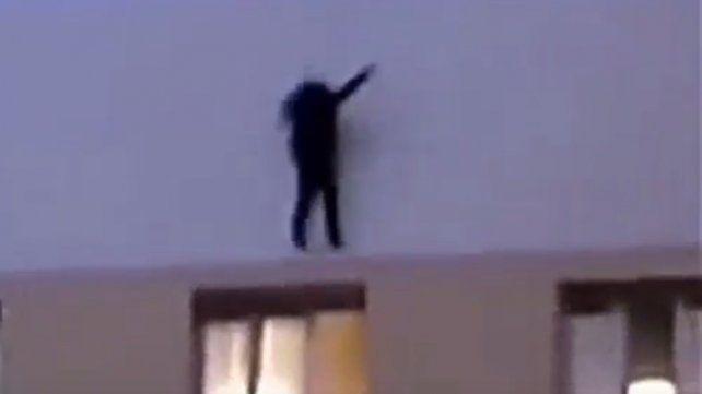 La última foto: se subió a un edificio para sacarse una selfie y cayó al vacio