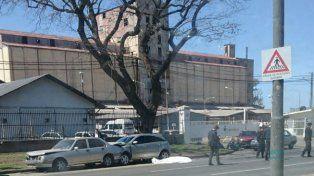Un hombre murió al sufrir una descompensación cuando iba al volante de su auto en Belgrano y Cerrito.
