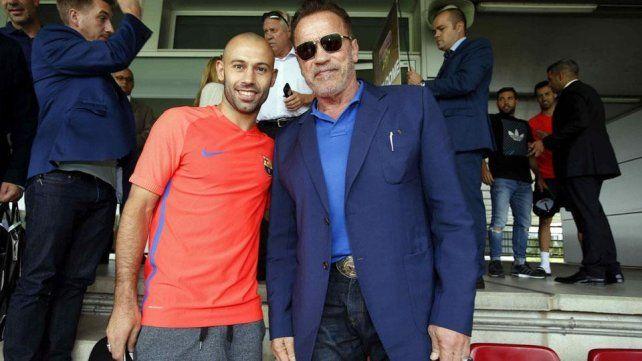 Mascherano y Schwarzenegger, cara a cara en un entrenamiento muy especial de Barcelona
