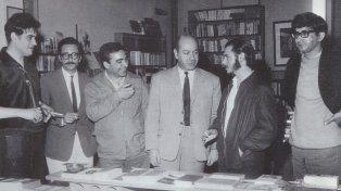 Grupo de notables: Hugo Padeletti, Rubén Sevlever, Hugo Gola, Aldo Oliva, Luis María Castellanos y Rafael Ielpi.