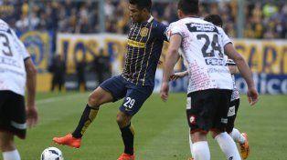 Toque de calidad. Teófilo Gutiérrez controla la pelota con su habitual destreza técnica . El colombiano buscará anotar su primer gol con la camiseta auriazul.