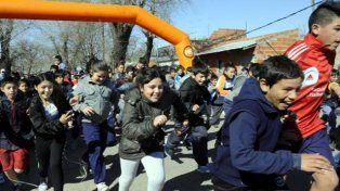 Unos 200 chicos y grandes participaron esta semana del segundo maratón por las calles de Las Flores.