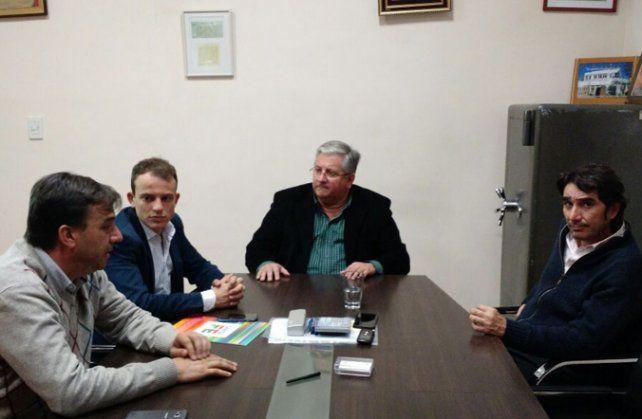 Cónclave. González (en la cabecera) con los funcionarios provinciales.
