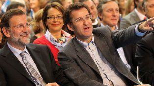 Voto crucial. Rajoy con Alberto Núñez Feijóo, candidato gallego del PP, durante un acto de campaña electoral.