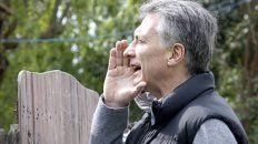 A viva voz. El presidente Macri se topó con una casa que no tenía timbre.