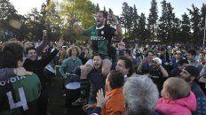 Pitu Miralles, back de Duendes, festeja el triunfo ante Jockey.