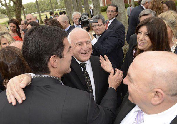 El gobernador Miguel Lifschitz y su esposa Clara García junto a Urtubey.