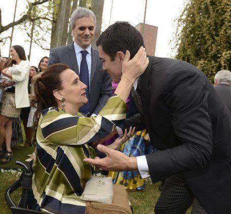 Gabriela Michetti felicita al novio.