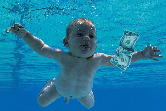 A 25 años, el bebé de la tapa de Nevermind de Nirvana recreó la icónica imagen