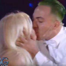 El instante en que Cristian se lleva un beso de Susana.