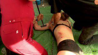 Una joven fue marcada con un hierro al rojo vivo durante un flashmob a favor del veganismo