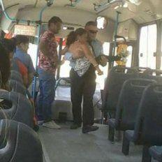 Con un noble gesto, un colectivero se ganó los aplausos de todos los pasajeros